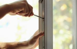 Glazier installing residential window | Demers Glass AZ
