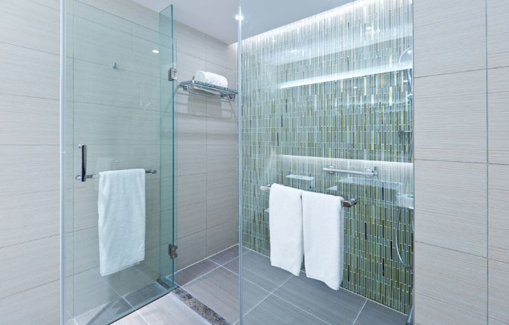 Modern frameless shower enclosure | Demers Glass AZ