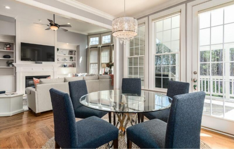 Beautiful family/ding room with large windows