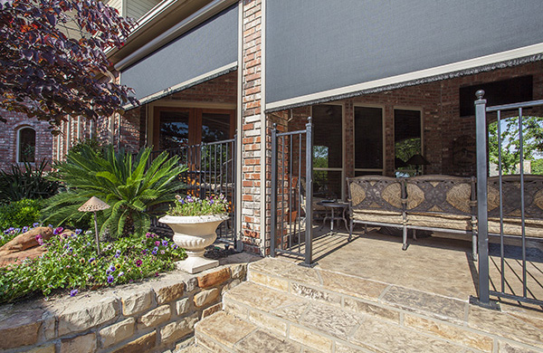 Outdoor patio with large retractable screens by Mirage