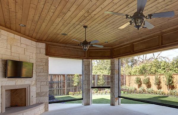 Outdoor patio with Mirage retractrable screens