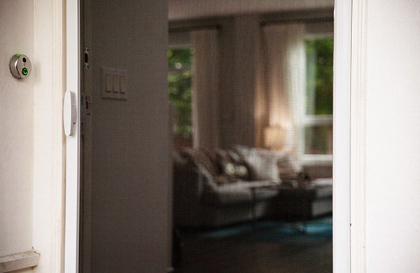 Closed retractable screen door allowing air flow into the family room